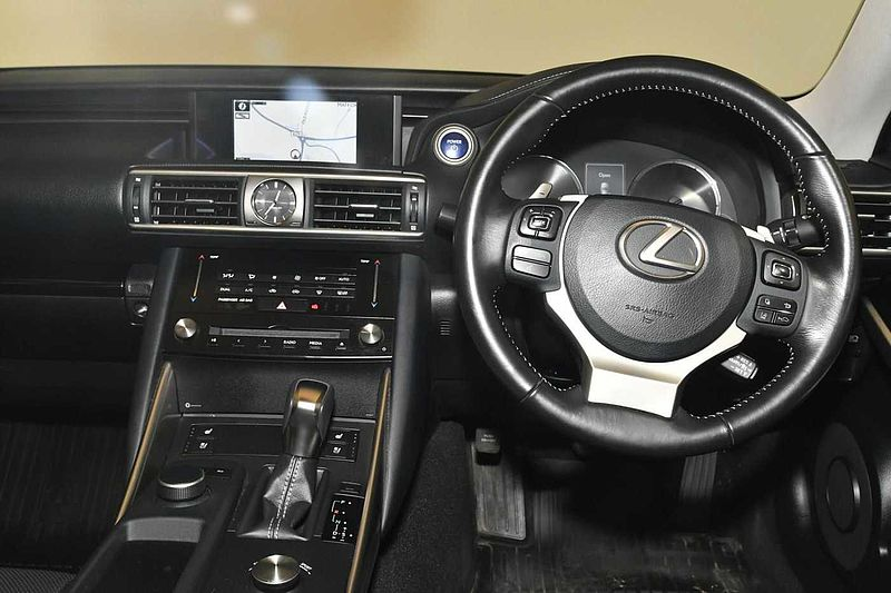 Lexus IS 300h 2.5 Advance